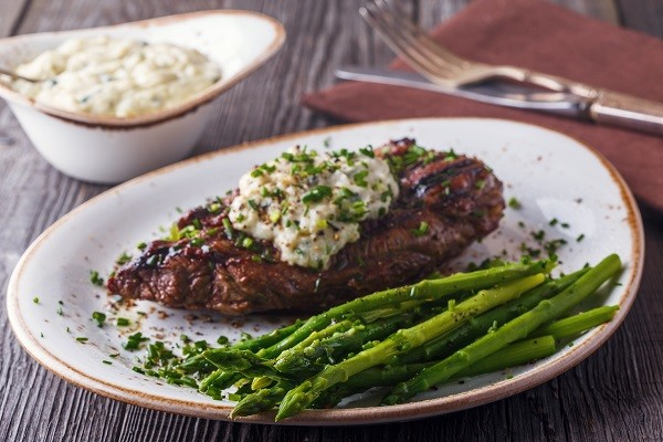 Fillet Steak with Tarragon and Asparagus