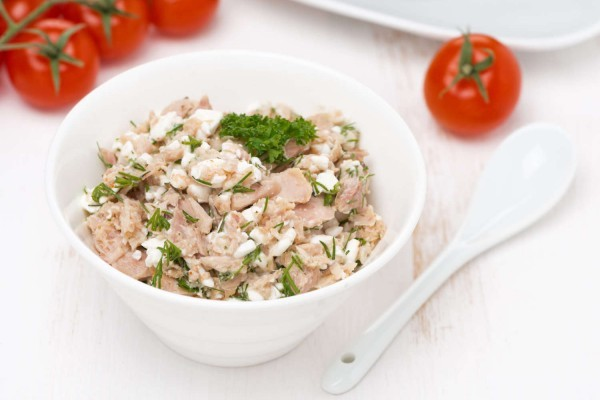 Healthy tuna dip in lettuce wraps