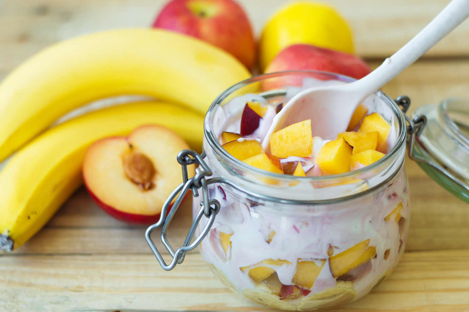weightloss-recipe-peaches-banana-protein-yoghurt